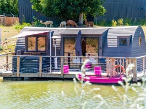 1 bedroom Cabin by the water near Chablis, Yonne, Bourgogne-Franche-Comté, France