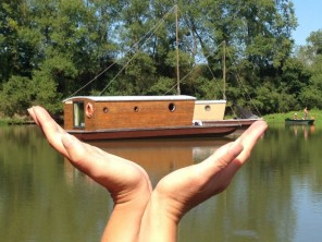 1 bedroom Cabin by the water near Chassenard, Allier, Auvergne, France
