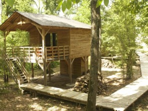1 bedroom Cabin on Stilts near Saint-Georges-Des-Sept-Voies, Maine-et-Loire, Pays de la Loire, France