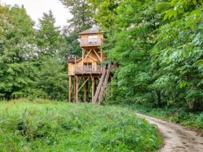 2 bedroom Treehouse near Raray, Oise, Picardy, France