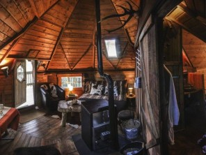 1 bedroom Cabin on Stilts near Cheylade, Cantal, Auvergne, France