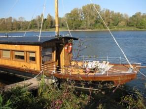 1 bedroom Cabin by the water near La Chapelle Aux Naux, Indre-et-Loire, Centre-Val de Loire, France