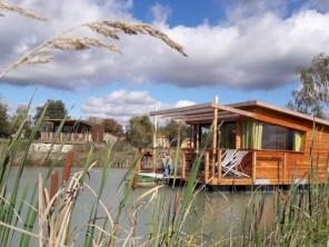 1 bedroom Cabin by the water near Mont Près Chambord, Loir-et-Cher, Centre-Val de Loire, France