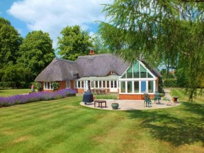 4 bedroom Cottage near Winchester, Hampshire, England