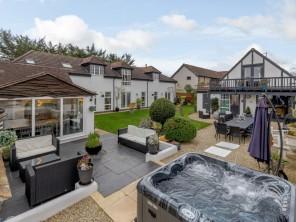 9 bedroom House near Gloucester, Gloucestershire, England