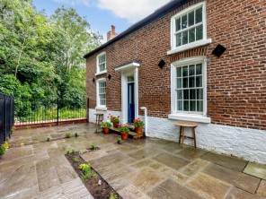 1 bedroom Apartment near Chester, Cheshire, England