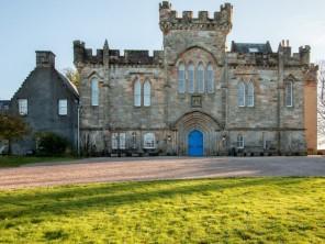 6 bedroom Wing near Kilmarnock, Ayrshire & Arran, Scotland