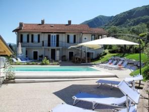 7 bedroom Apartment near Castelveccana, Piedmont, Italy