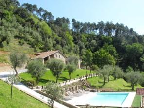 5 bedroom Farmhouse near Lucca, Tuscany, Italy