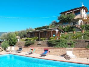 3 bedroom Apartment near Camaiore, Tuscany, Italy