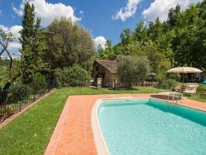 2 bedroom Farmhouse near Volterra, Tuscany, Italy