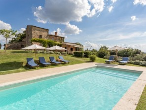 6 bedroom Villa near Asciano, Tuscany, Italy
