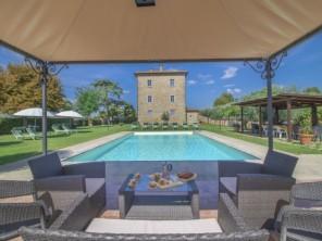 10 bedroom Villa near Cortona, Tuscany, Italy