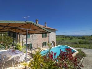 2 bedroom Apartment near Castiglione del Lago, Umbria, Italy