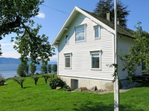 4 bedroom Apartment near Vadheim, (Outer) Sognefjord, Norway