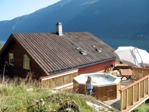 4 bedroom Apartment near Arnafjord, (Outer) Sognefjord, Norway