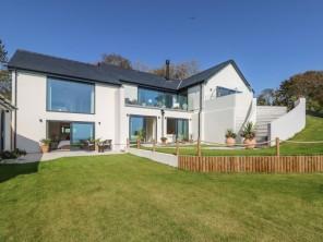 4 bedroom property near Pembroke, West Wales / Pembrokeshire, Wales