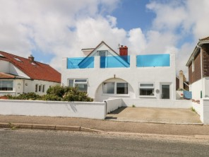 4 bedroom property near Chichester, Sussex, England