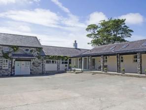 3 bedroom property near LLANFAIRPWLLGWYNGYLL, North Wales, Wales