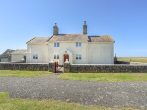 4 bedroom property near Dinas Dinlle, North Wales, Wales