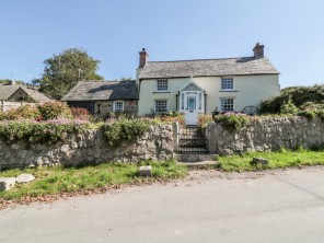 2 bedroom property near Wadebridge, Cornwall, England