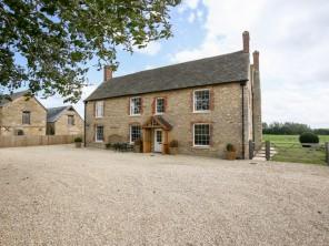 6 bedroom property near Witney, Oxfordshire, England