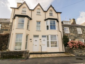 2 bedroom property near Criccieth, North Wales, Wales