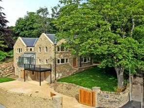 5 bedroom property near Huddersfield, Kirklees, England