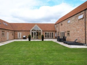 8 bedroom property near Lincoln, Lincolnshire, England