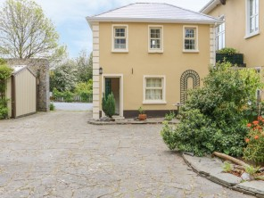 1 bedroom property near Ireland