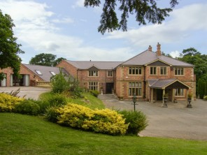 8 bedroom property near St. Asaph, North Wales, Wales