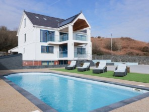 2 bedroom property near Tyn-y-Gongl, Anglesey, Wales
