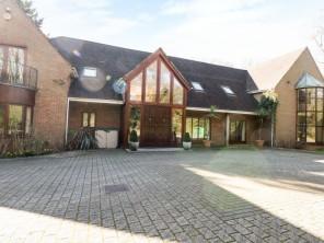 5 bedroom property near Southampton, Hampshire, England