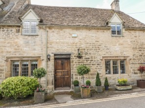 3 bedroom property near Burford, Oxfordshire, England