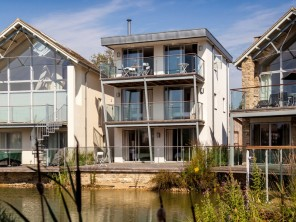 5 bedroom property near COTSWOLD WATER PARK, Gloucestershire, England