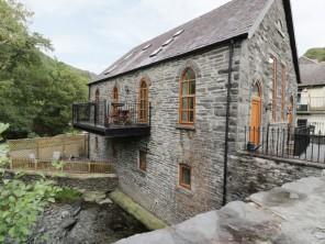 4 bedroom property near Mac, Powys / Brecon Beacons, Wales