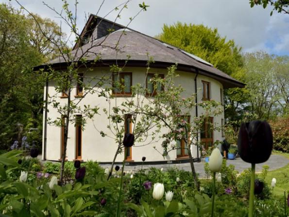 Lodge through tulips