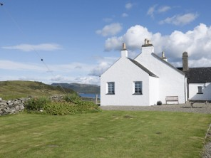 1 Bedroom Lochside Cottage in Scotland, Argyll, Ardfern