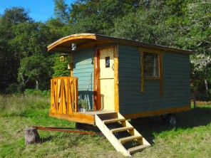 1 Bedroom Riverside Shepherd's Hut in Scotland, Highlands, Fort William