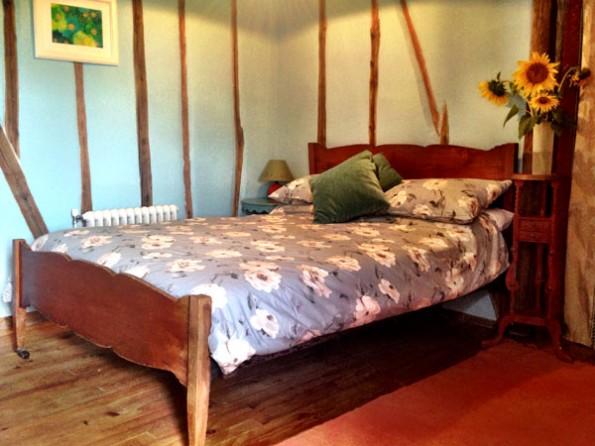 5 bedroom rustic farmhouse in france midi pyrenees for Rustic farmhouse bedroom
