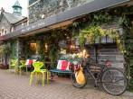 Coffee shop & gallery