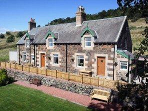 1 Bedroom Loch View Cottage in Scotland, Glasgow & The Clyde Valley, Old Kilpatrick