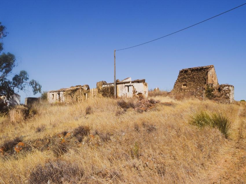 Derelict farm building near Casa da Terra