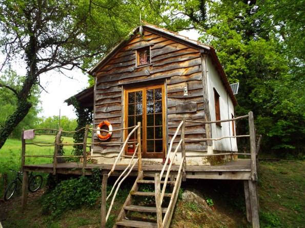 Lakeside cabin in the Dordogne