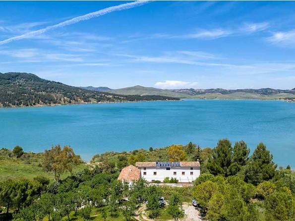 The lake district of Malaga