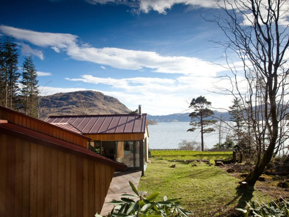 Lochside lodge in Scotland