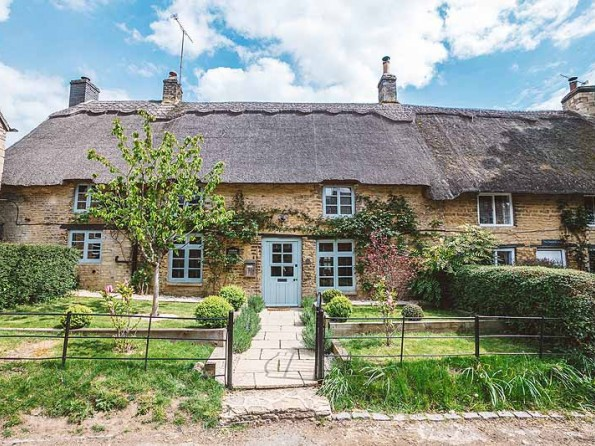 Thatched Cotswolds Cottage