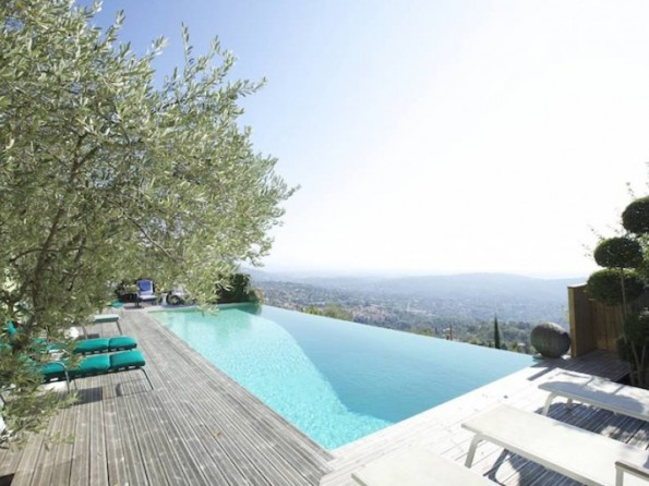 Seaview villa in Provence
