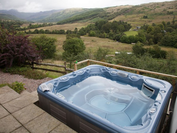 Cottage in the Scottish highlands with stunning views from hot tub