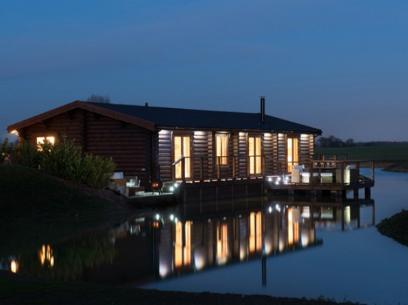 Lakeside cabins in Suffolk with private hot tub